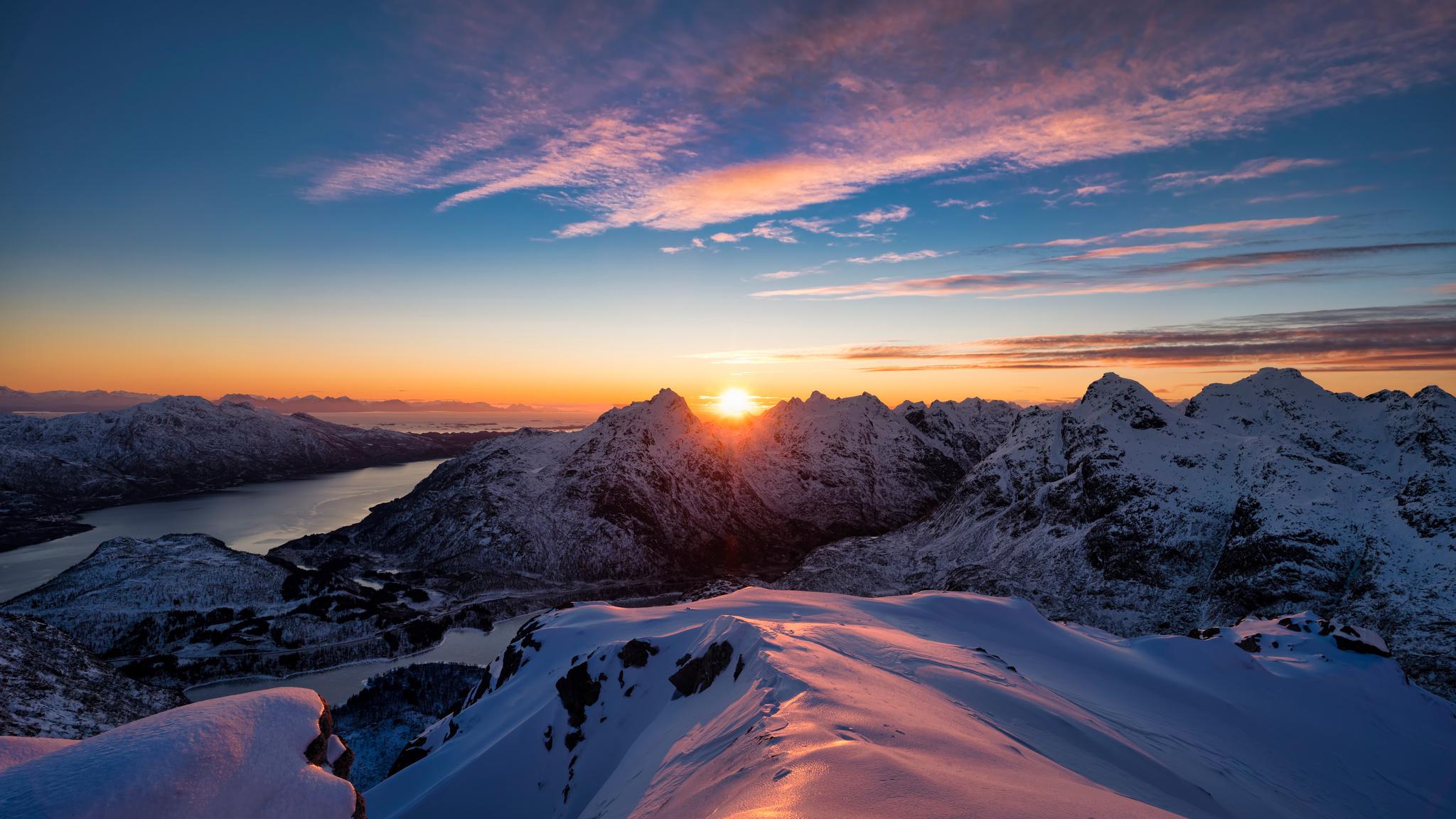 norway-lofoten-mountains-5k-c2.jpg