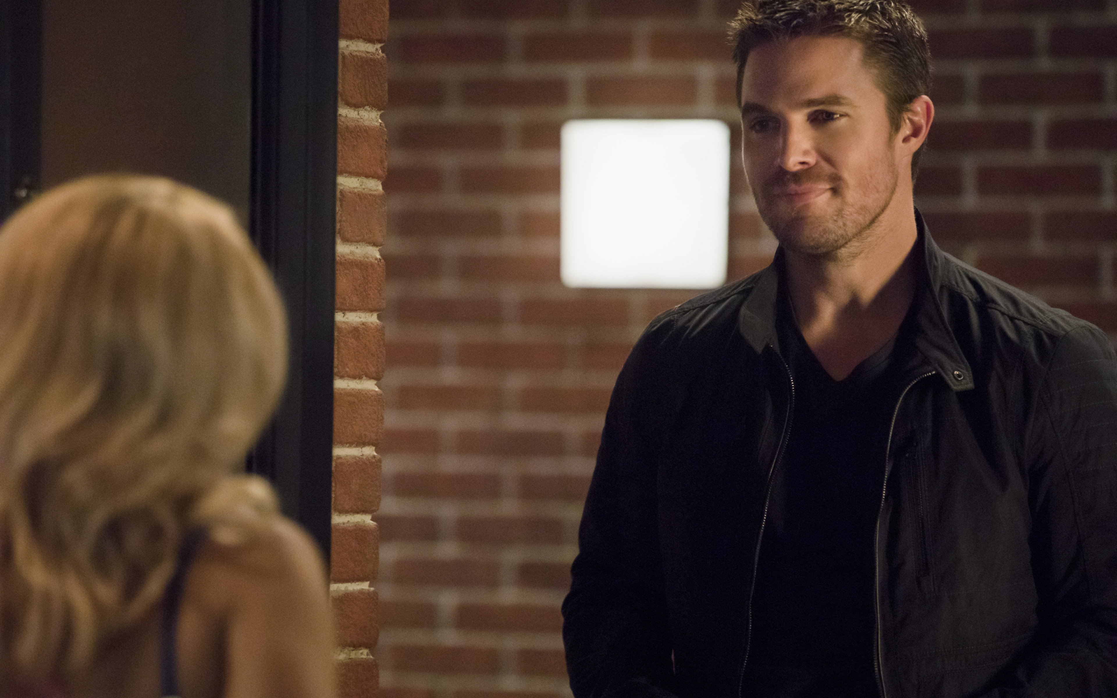 oliver-queen-arrow-season-6-2017-w7.jpg