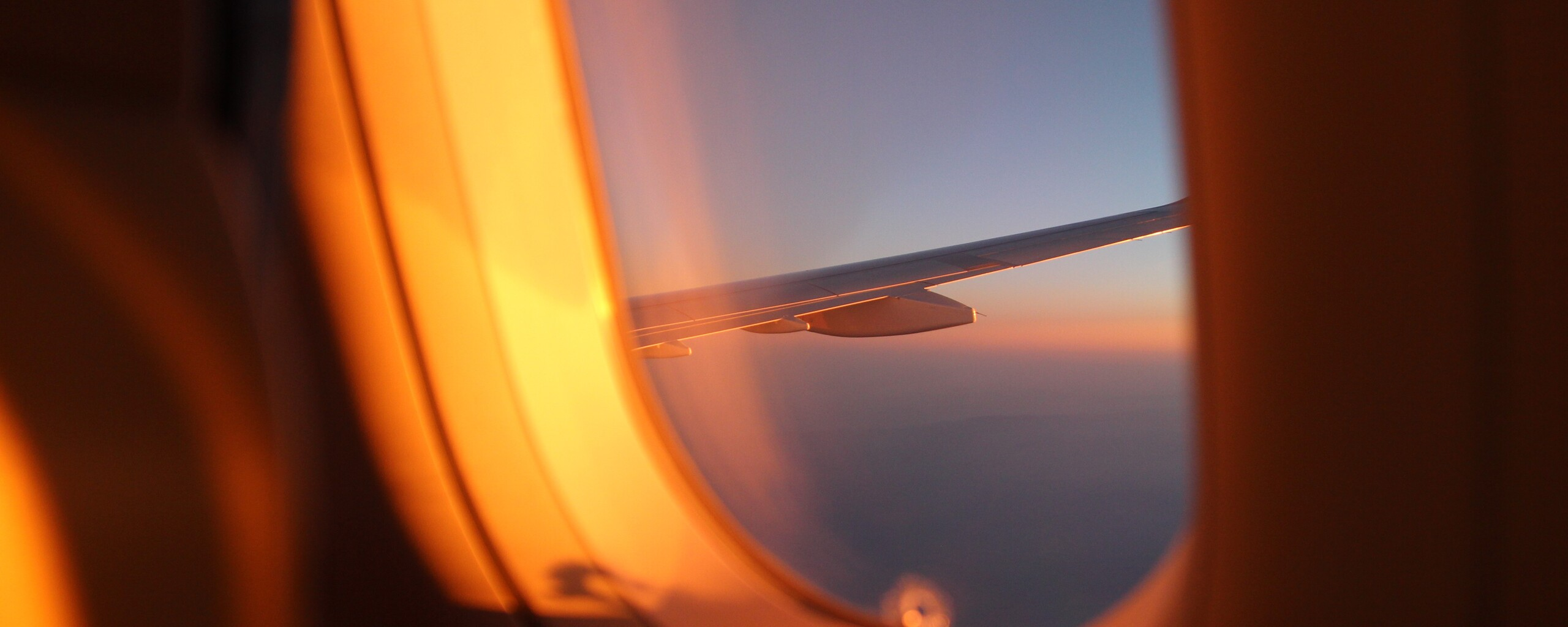 outside-plane-view-5k-iz.jpg