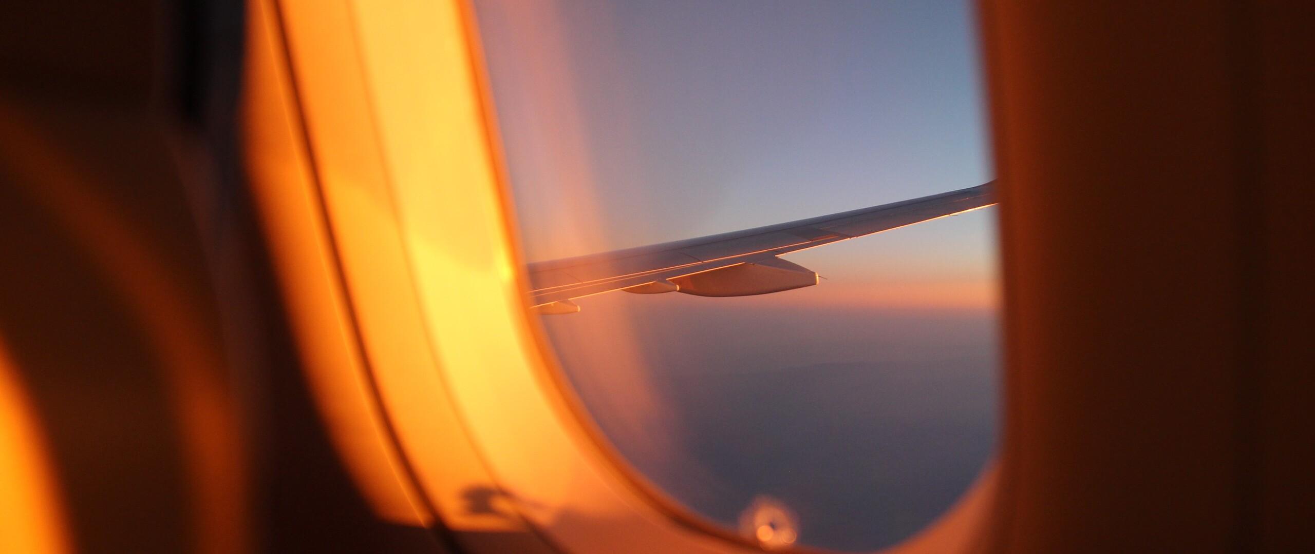 outside-plane-view-5k-iz.jpg