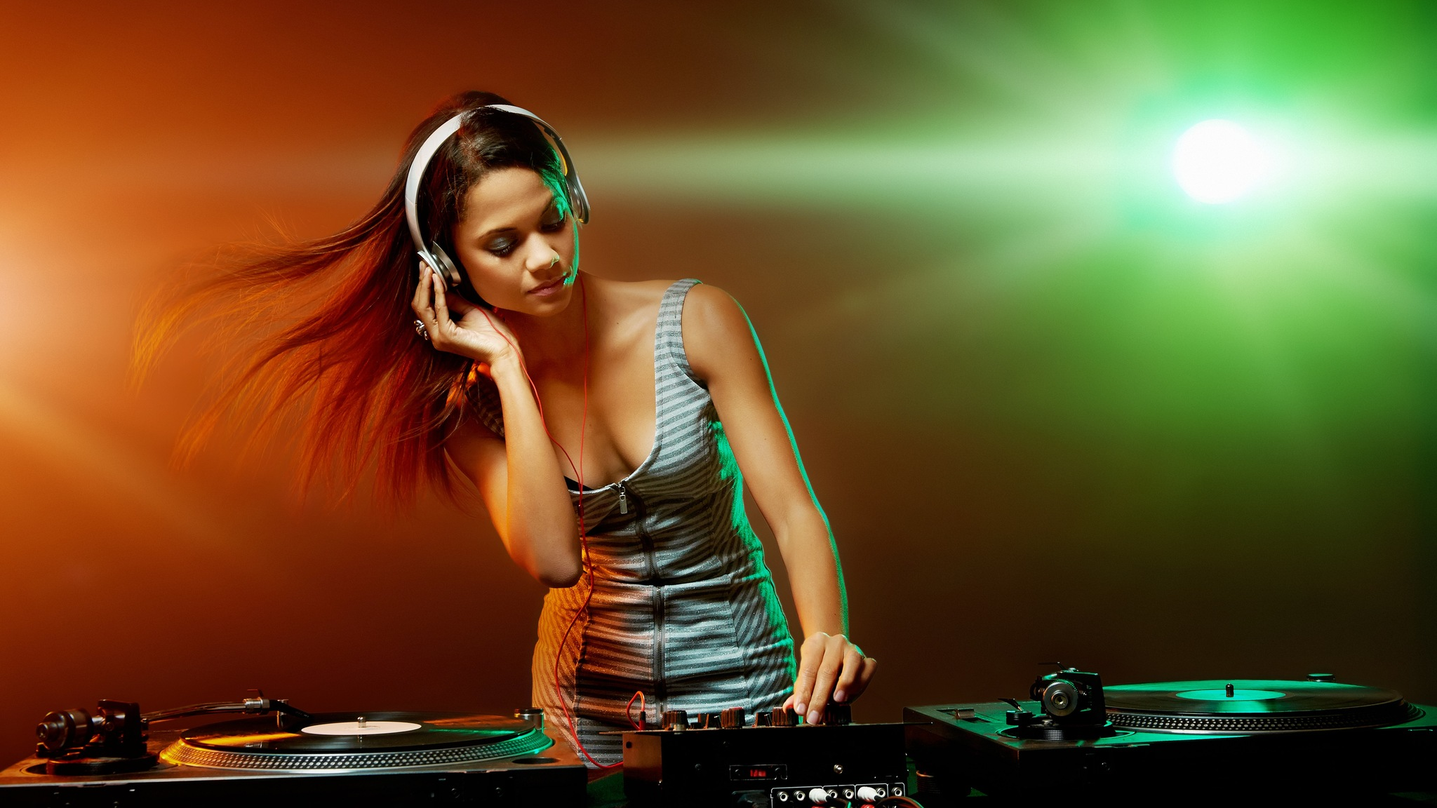 Party Dj Girl Image