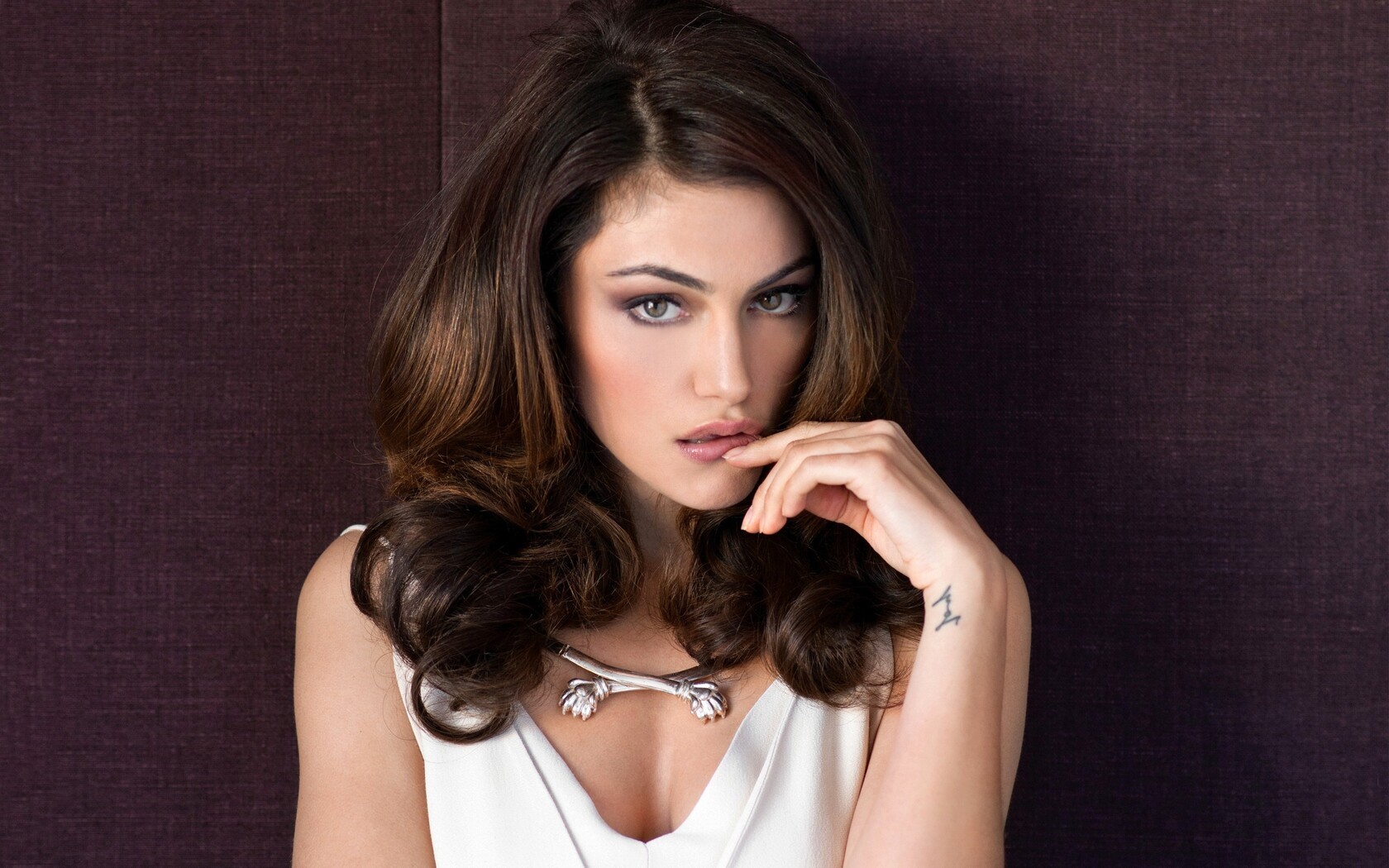 1680x1050 Phoebe Tonkin 2 1680x1050 Resolution Hd 4k