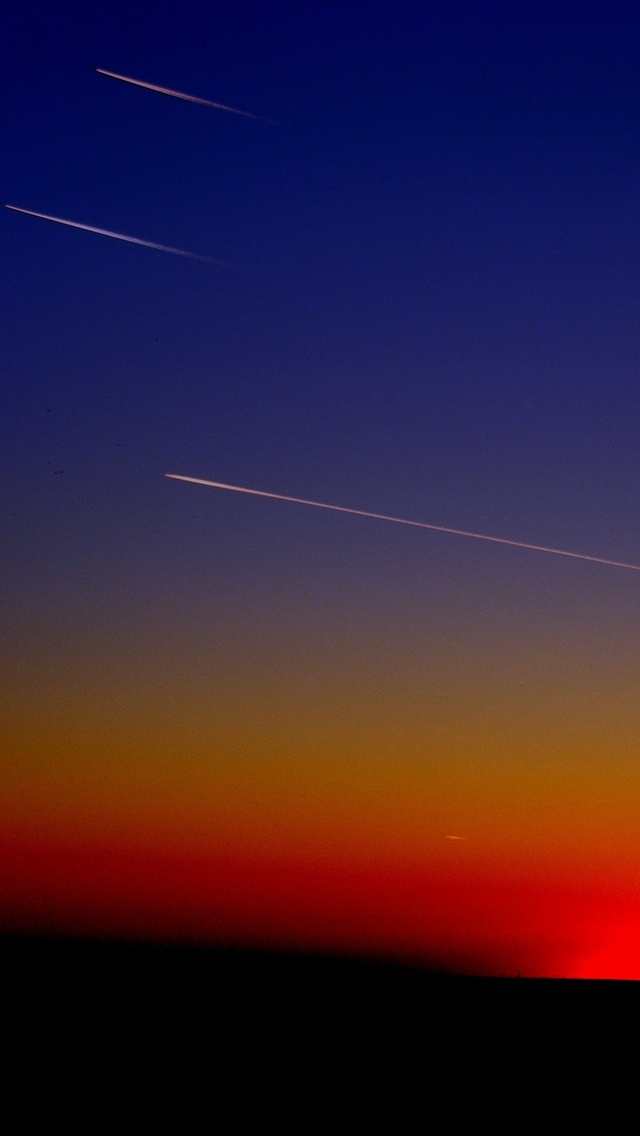 planes-stripes-in-sky-en.jpg