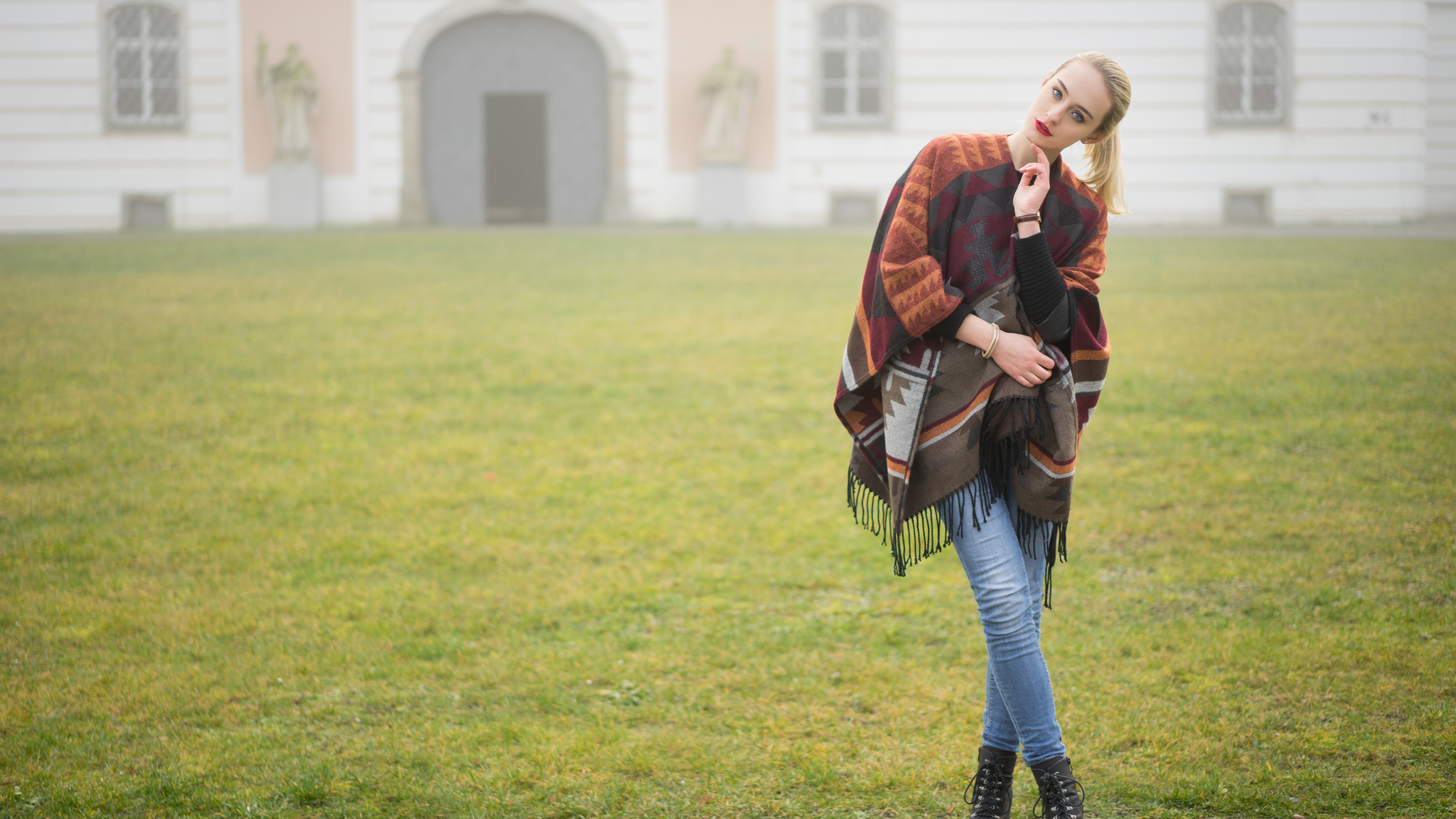 pony-tail-blonde-girl-5k-v1.jpg