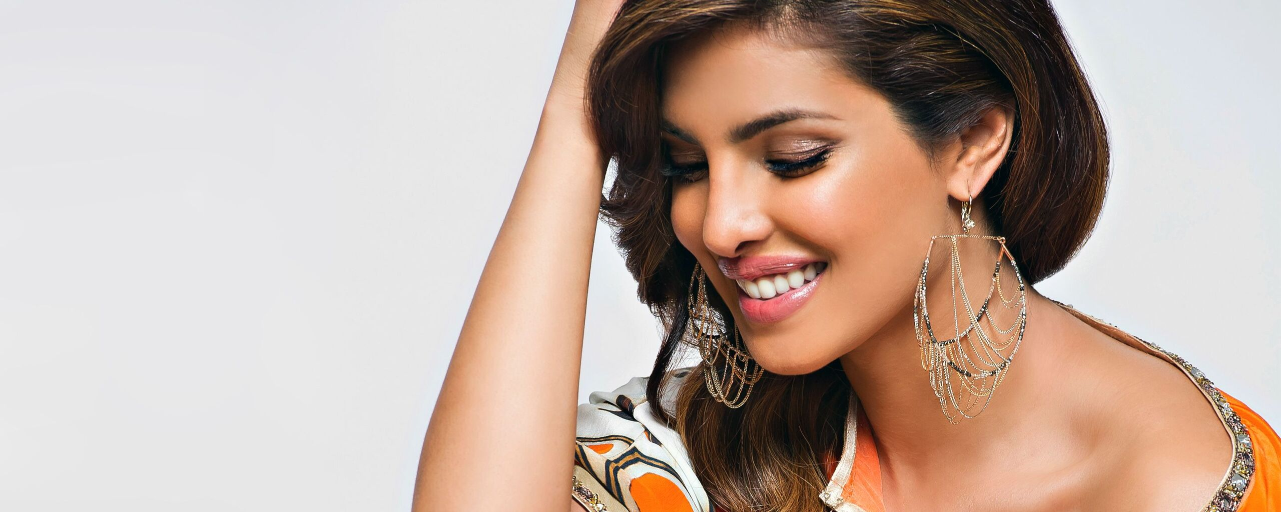 priyanka-chopra-smiling-wide.jpg