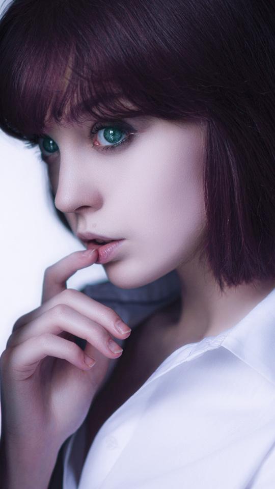purple-hair-green-eye-model-lj.jpg