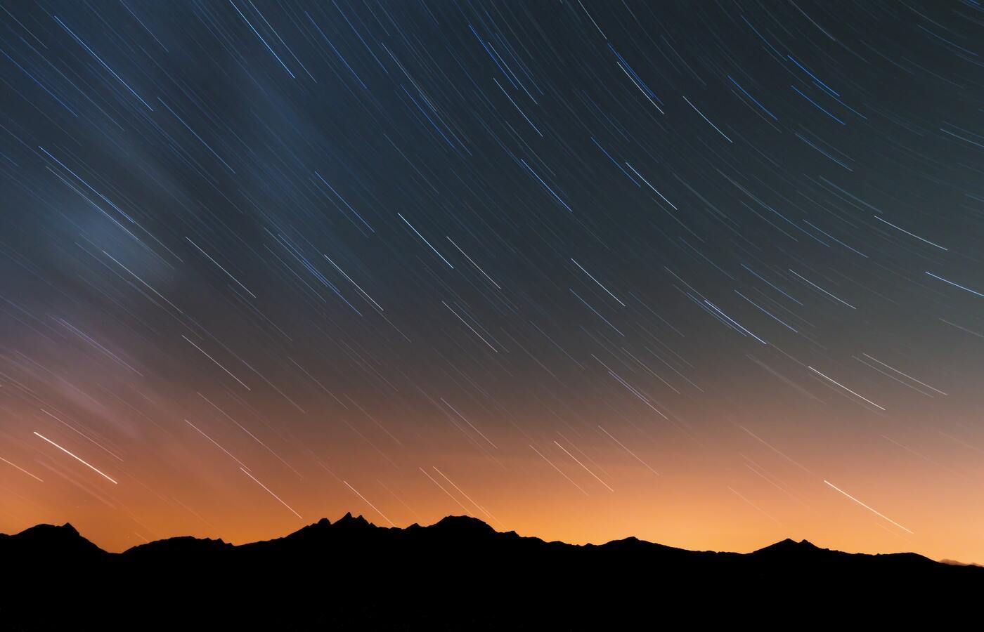 rain-of-stars-over-swiss-alps-5k-we.jpg