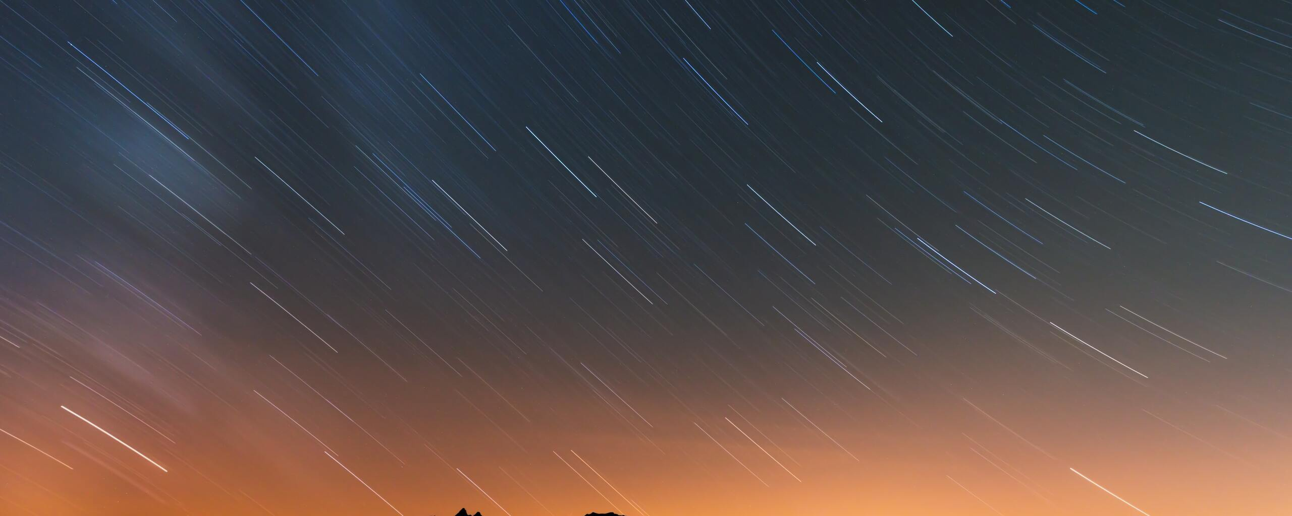 rain-of-stars-over-swiss-alps-5k-we.jpg
