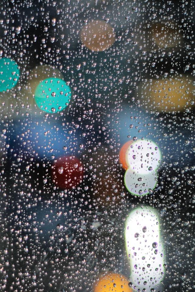 640x960 Rainy Day Drops On Glass Lights Bokeh 5k Iphone 4