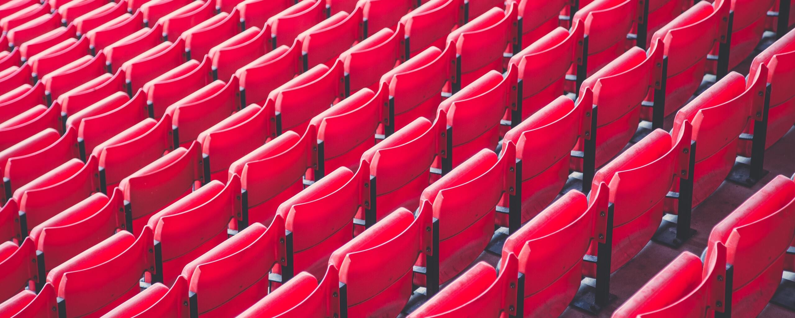 red-chairs-pattern-5k-cv.jpg