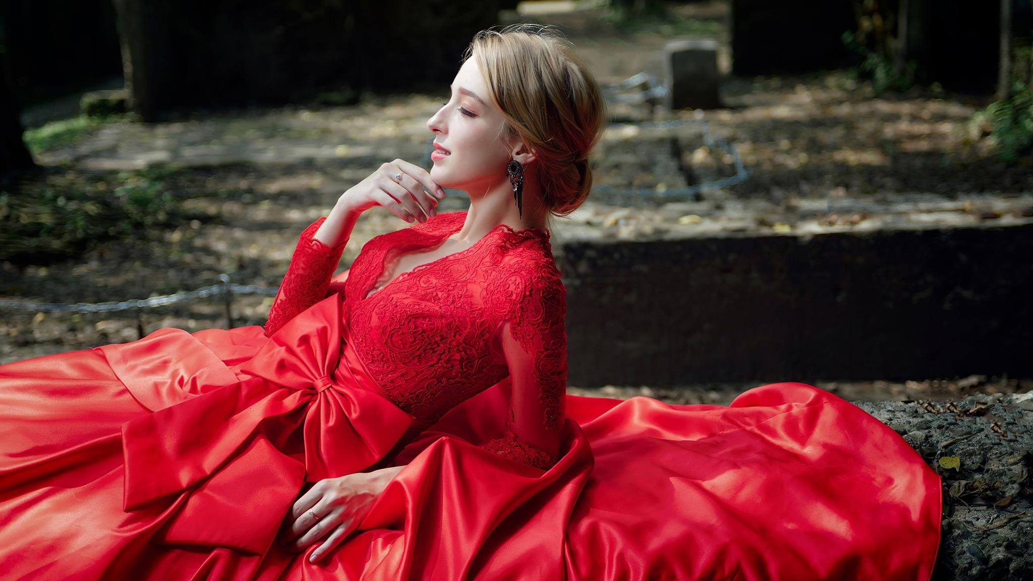 red-dress-model-lying-closed-eyes-4k-mc.jpg