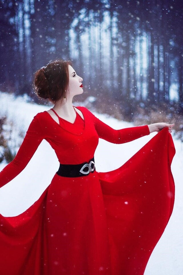 red-dress-woman-in-snow-hd.jpg