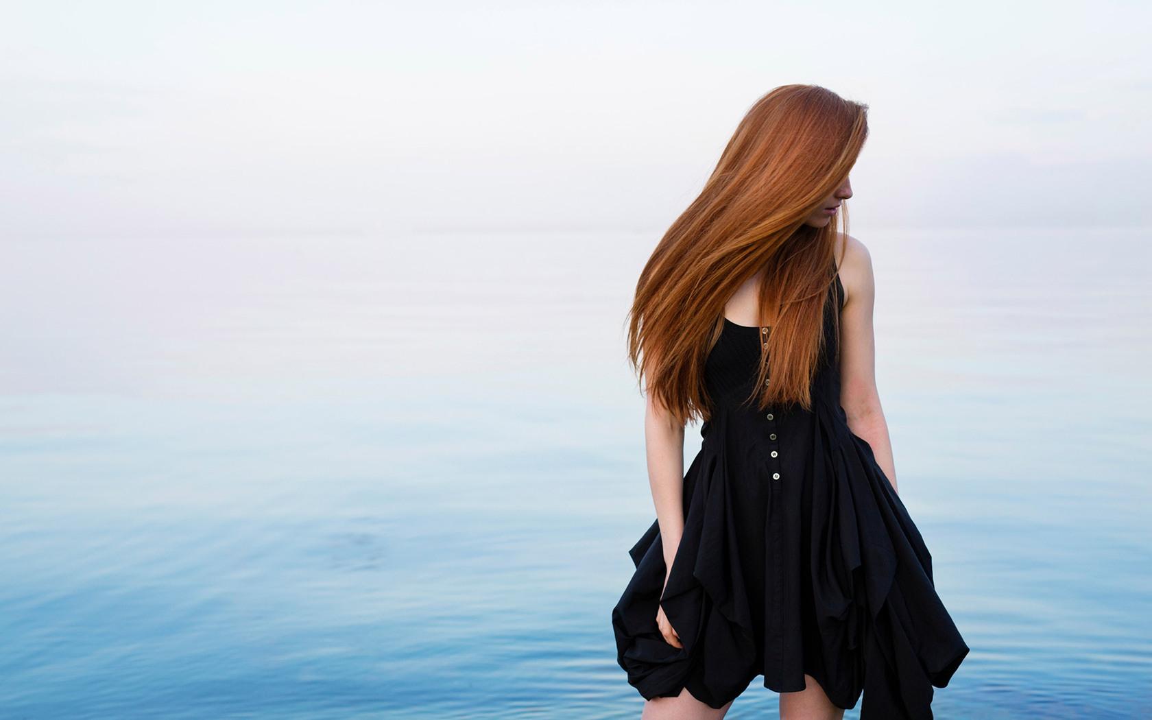 red-head-beauty-outdoors-qu.jpg