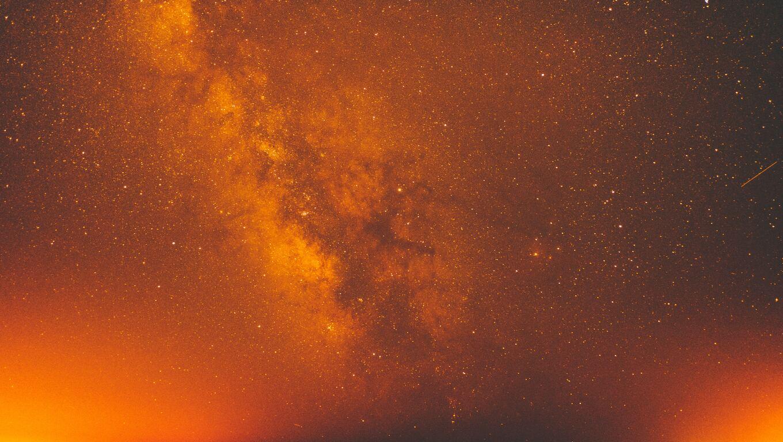 red-milky-way-galaxy-space-night-stars-5k-34.jpg