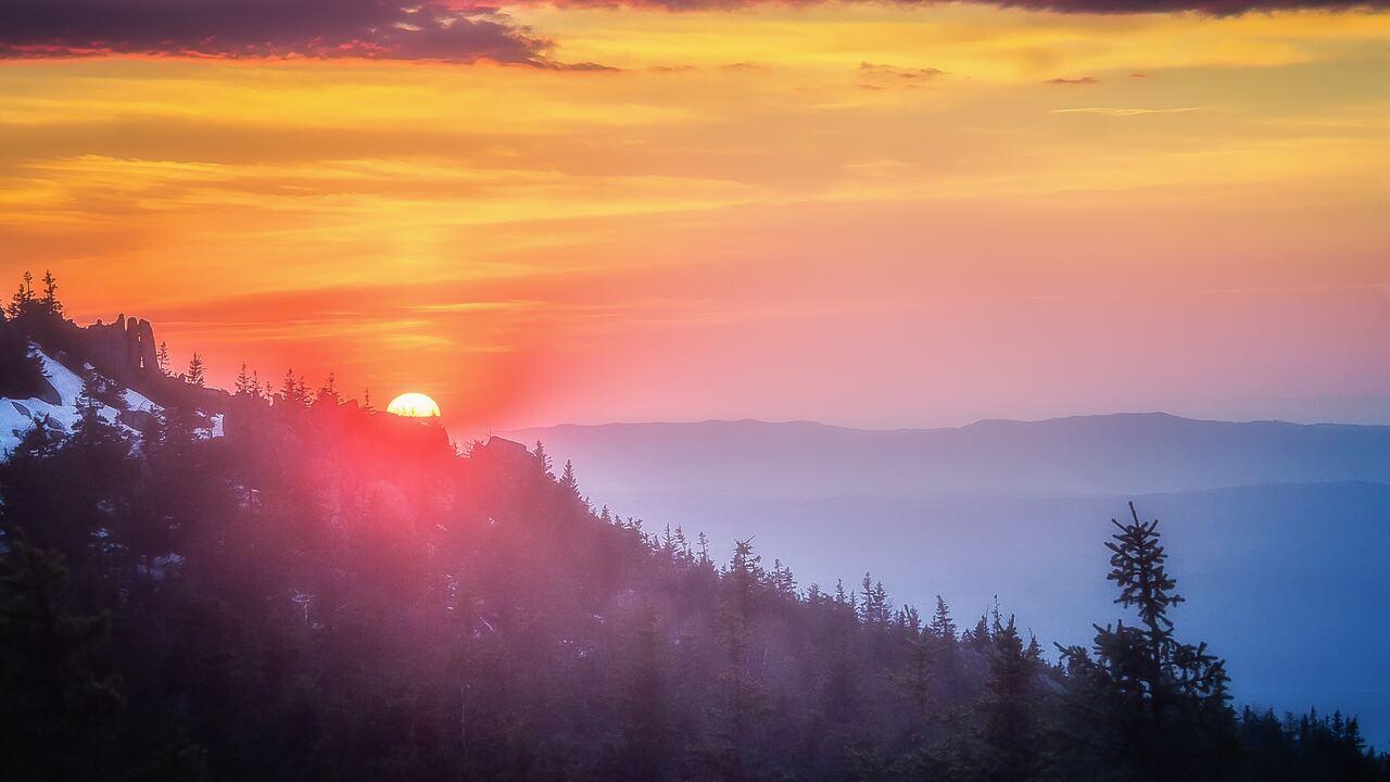red-sky-outdoors-mountain-range-5k-93.jpg