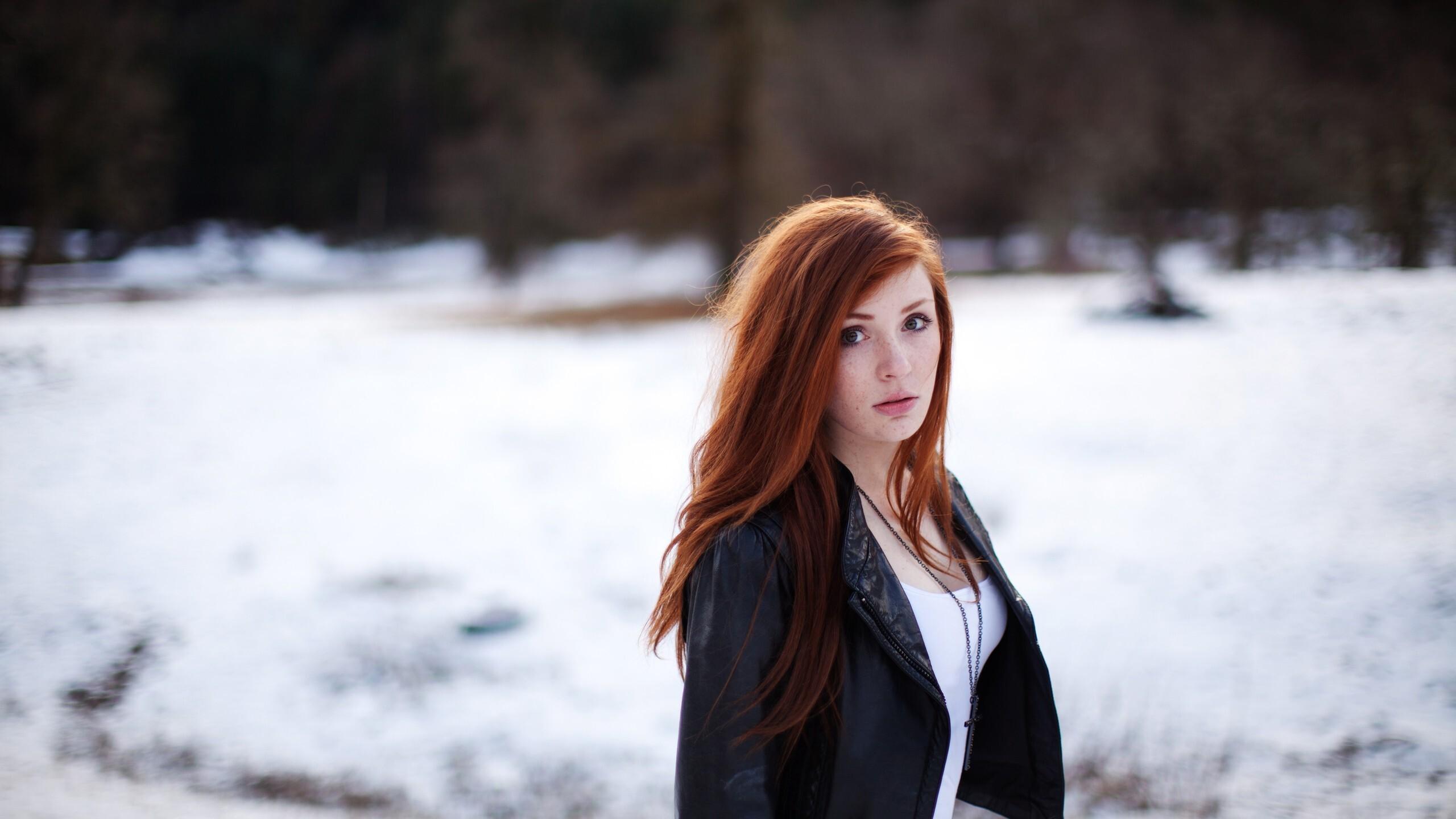 redhead-women-leather-jacket-in-winter-outdoors-e2.jpg