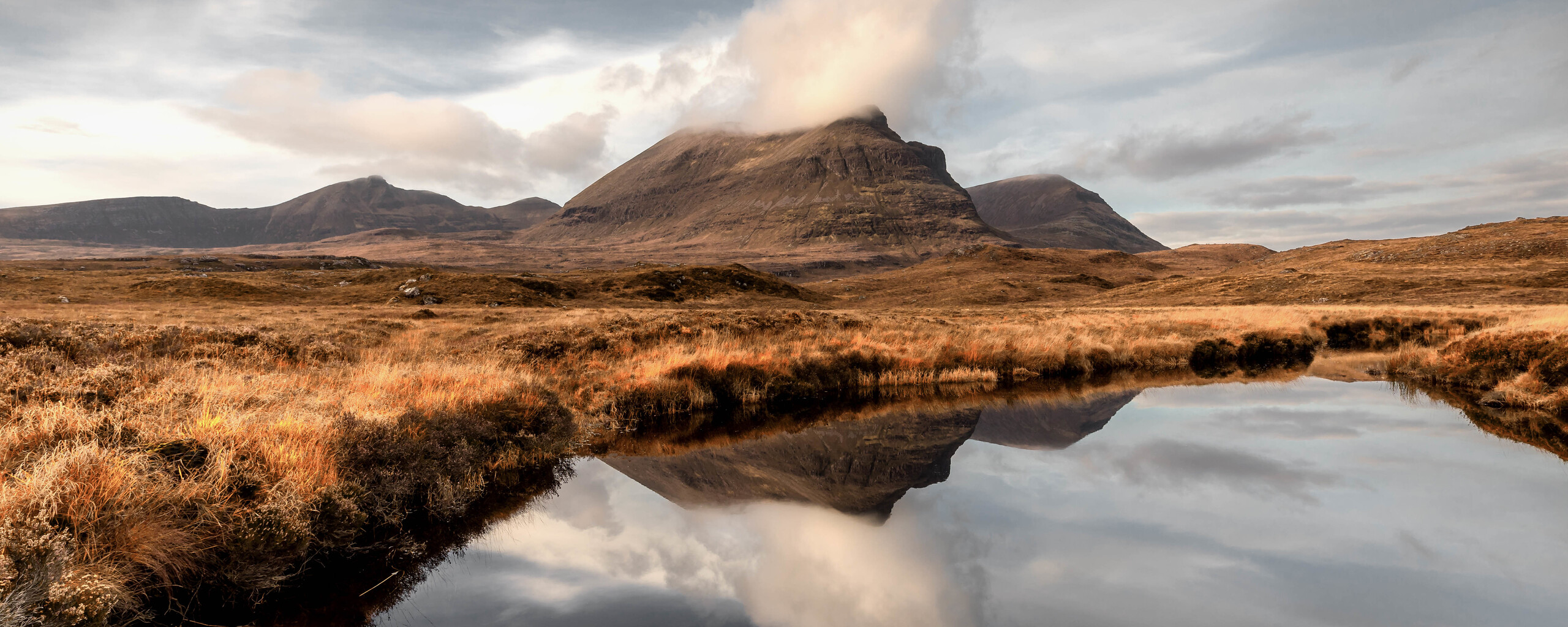 reflections-at-quinag-mountains-5k-2i.jpg