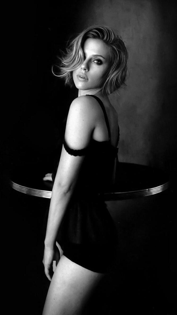 Scarlett Johansson Monochrome Wallpaper