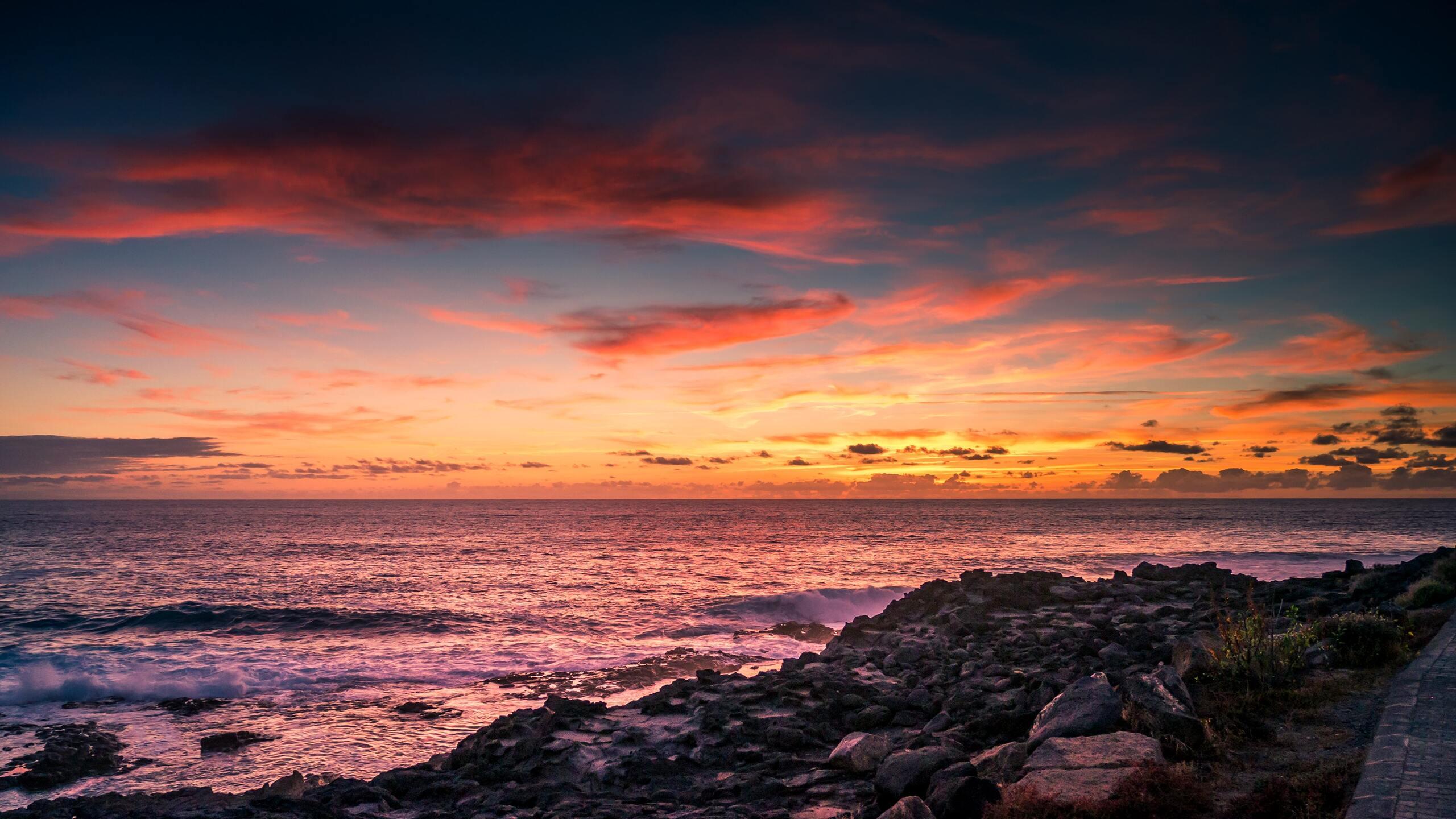 scenic-view-of-beach-in-evening-jz.jpg