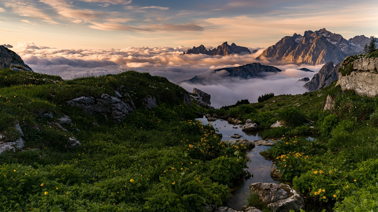 sea-of-clouds-beautiful-mountains-landscape-5k-90.jpg