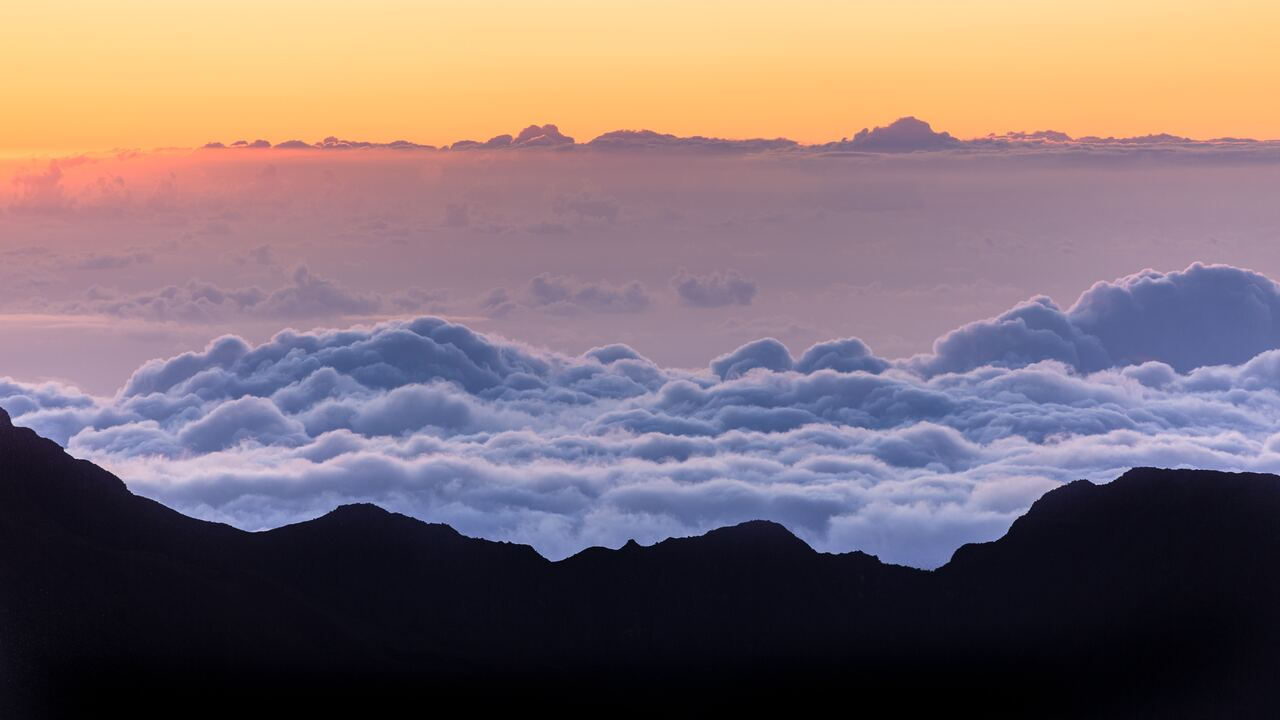 sea-of-clouds-mountains-5k-d9.jpg
