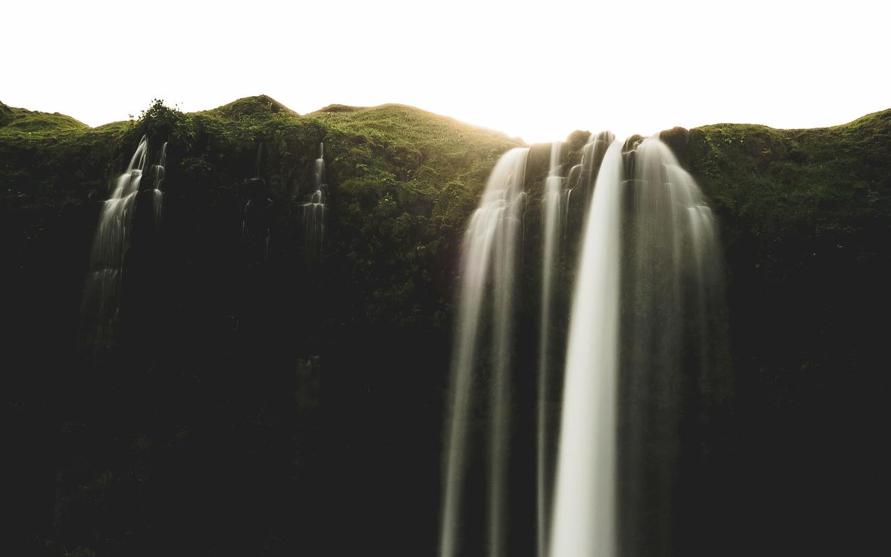 seljalandsfoss-iceland-waterfall-4k-zt.jpg