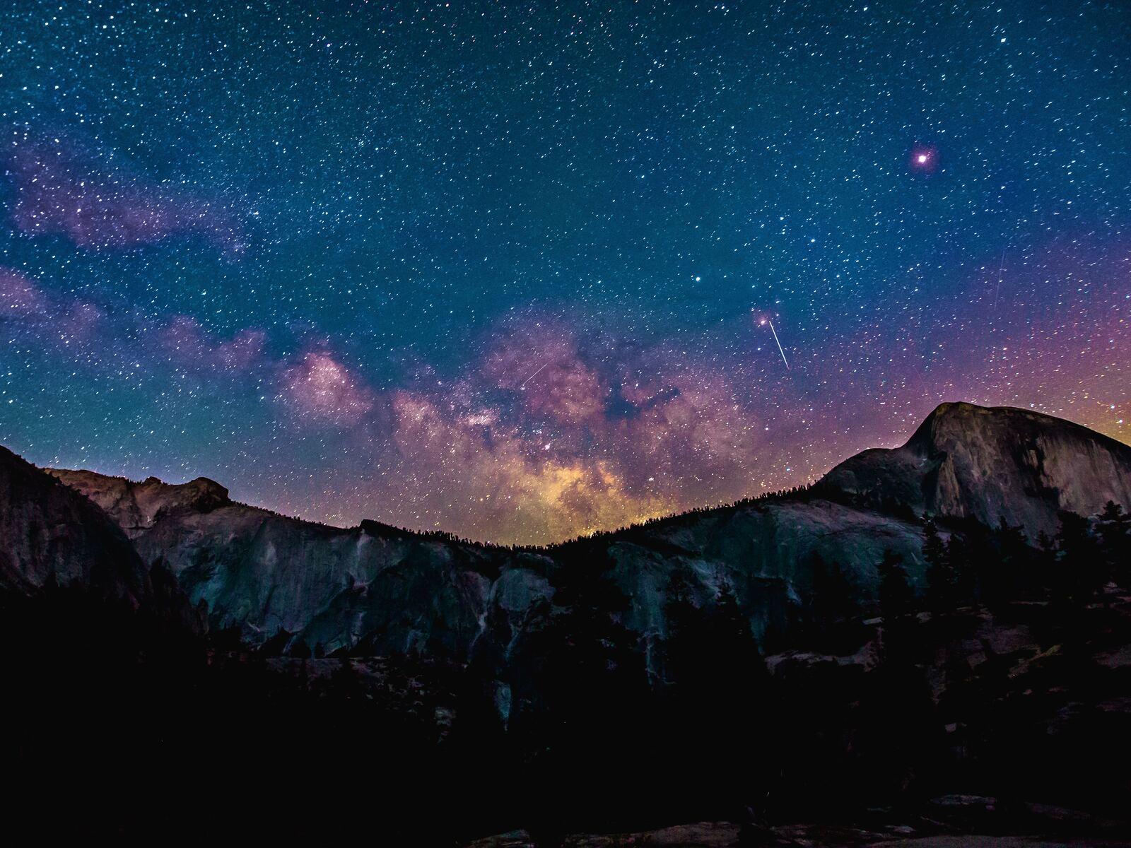 shooting-star-milkway-galaxy-night-sky-4k-mk.jpg