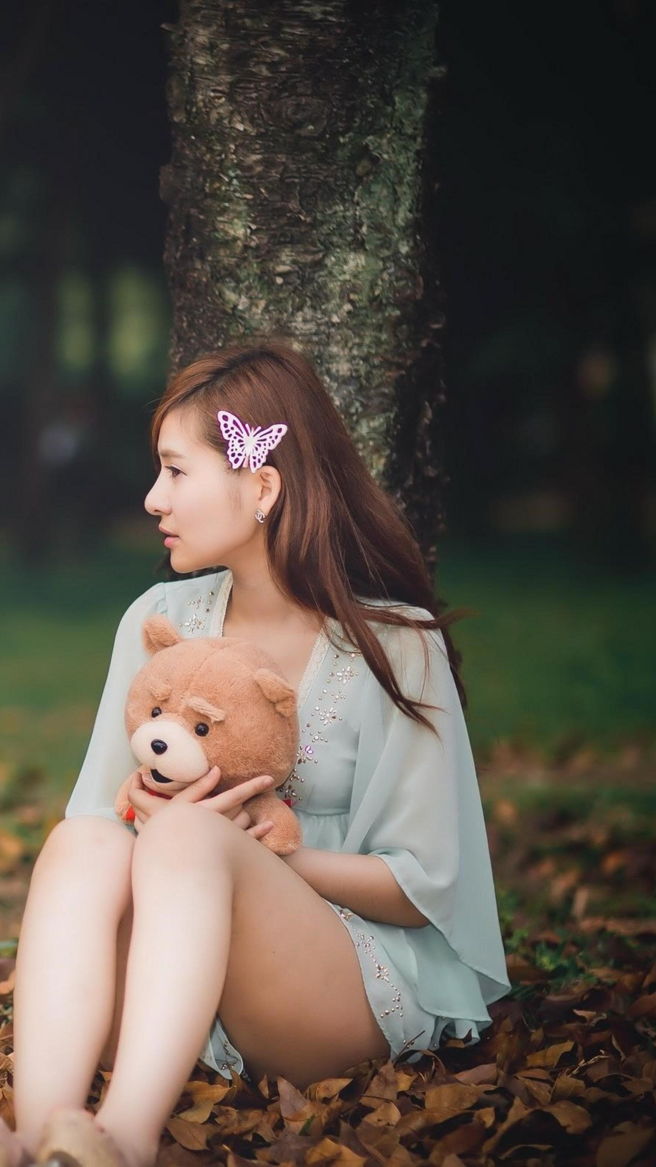 sitting-alone-with-teddy-bear.jpg