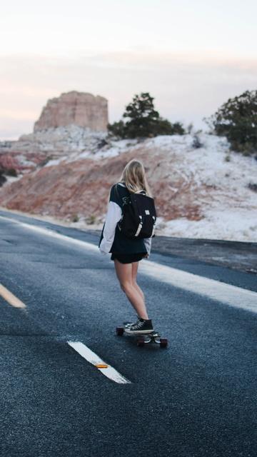 skateboard-girl-4k-5k-b1.jpg
