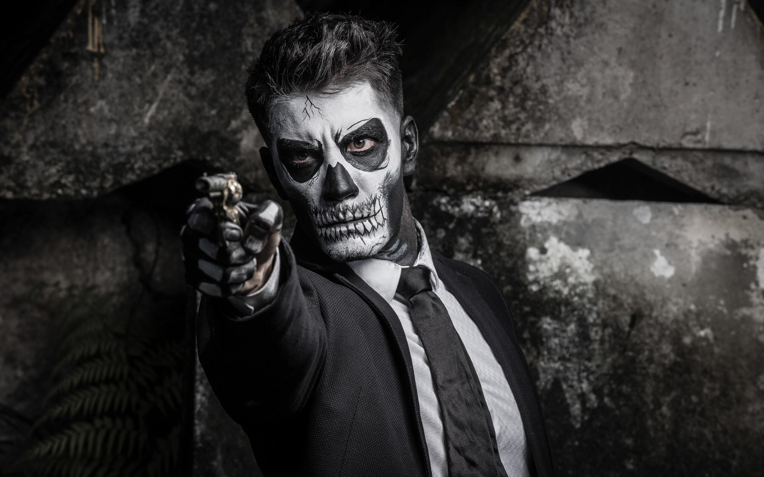 skull-face-guy-shooting-hr.jpg