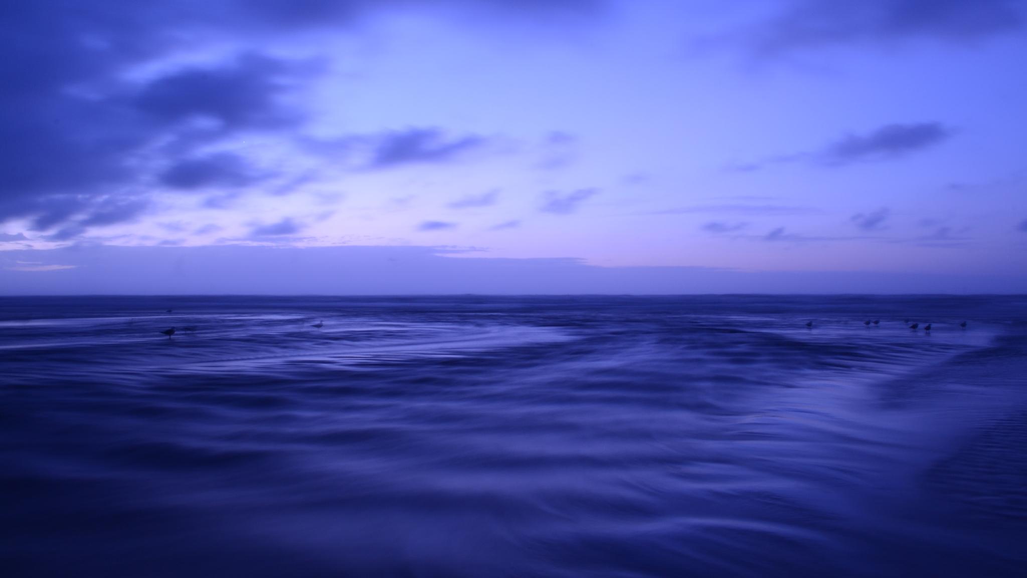 2048x1152 Slik Blue Tone Water Ocean 4k 2048x1152 ...