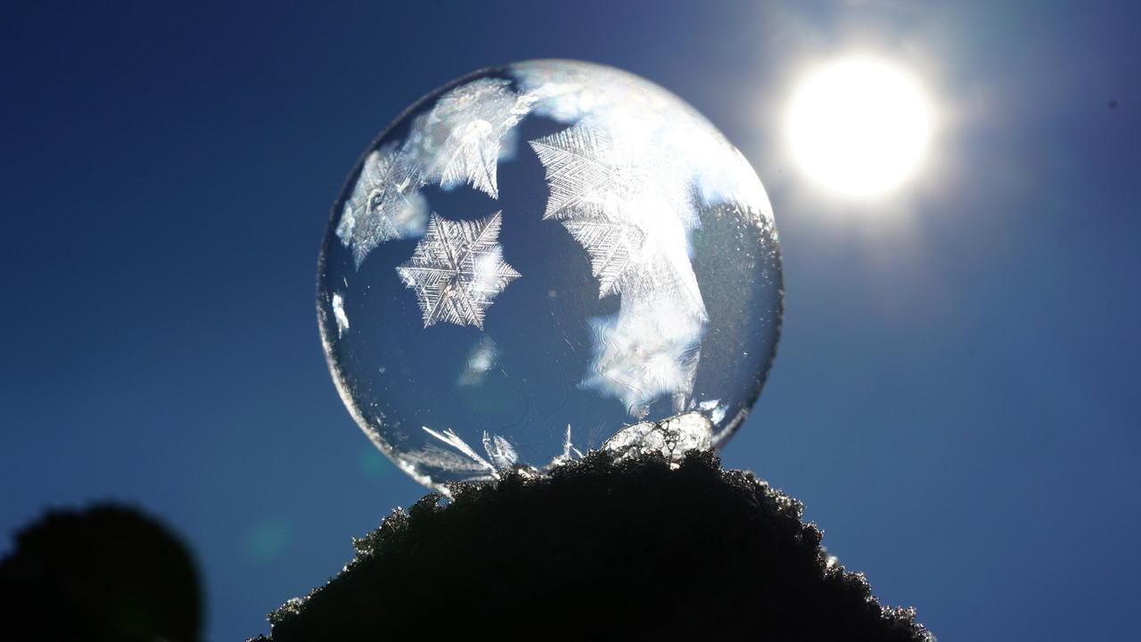 soap-bubble-crystals-eiskristalle-8k-9v.jpg
