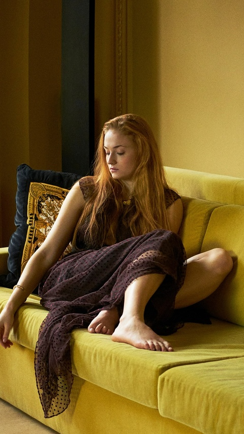 sophie-turner-actress-photoshoot-qt.jpg