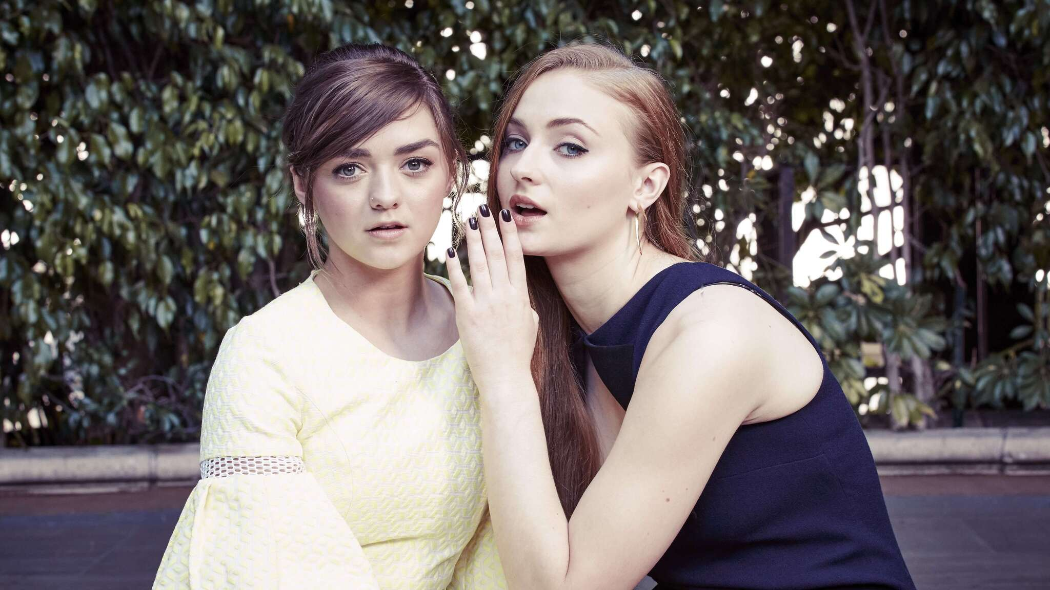 sophie-turner-and-maisie-williams-sc.jpg