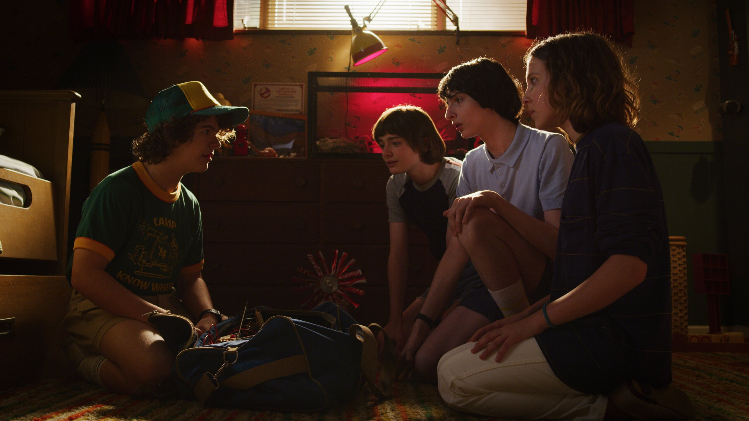 stranger-things-season-3-the-mall-rats-h9.jpg