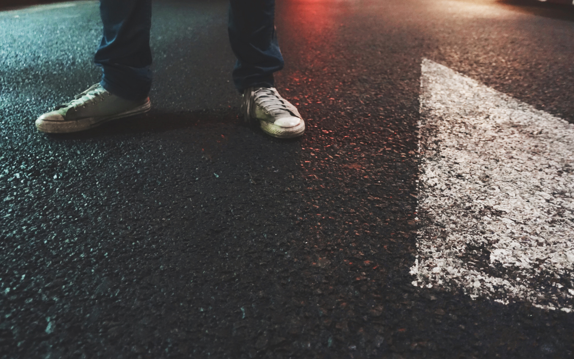 street-shoes-boy-lights-ka.jpg
