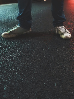 street-shoes-boy-lights-ka.jpg