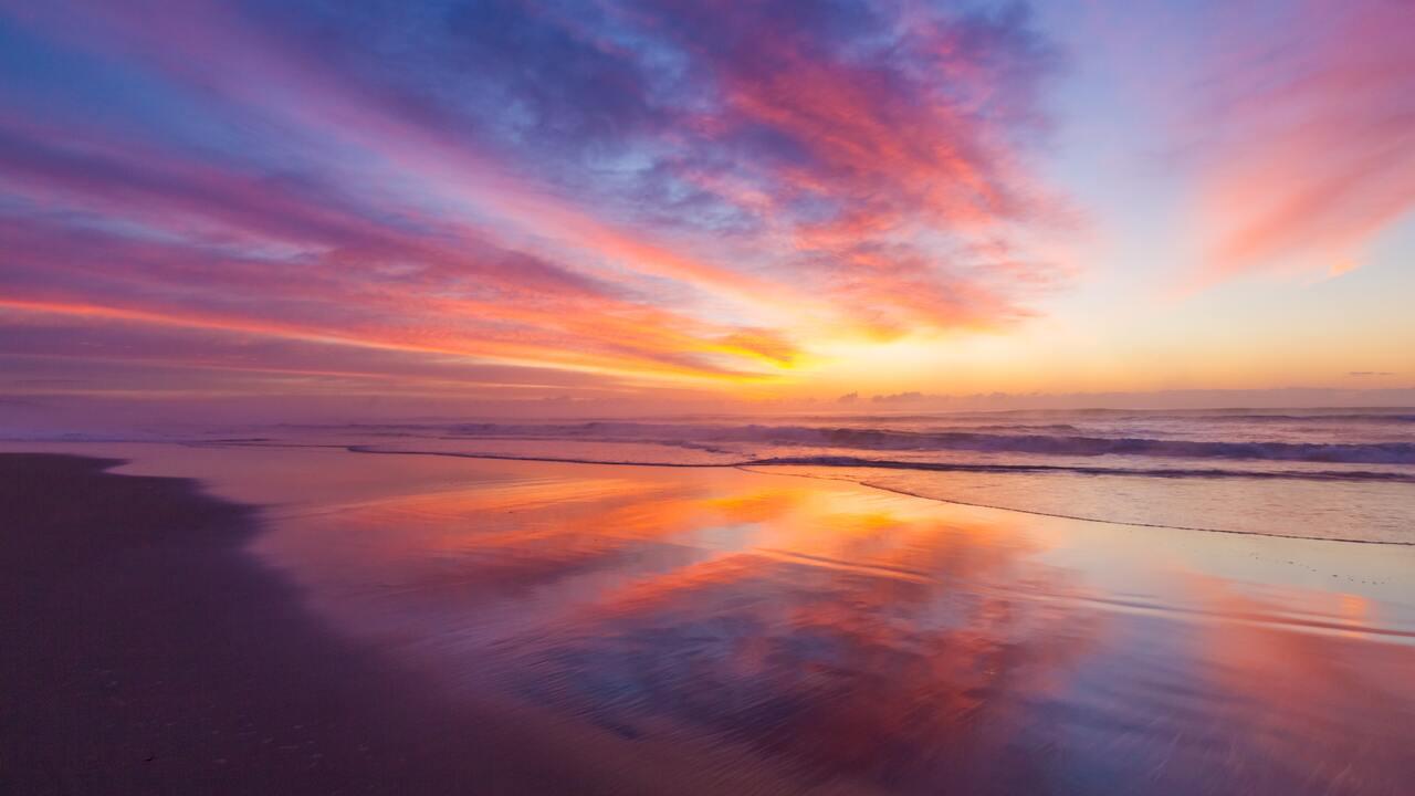 stunning-beach-sunrise-5k-f4.jpg