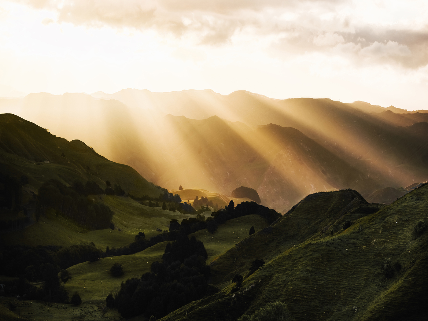 sunbeams-morning-mountains-u2.jpg