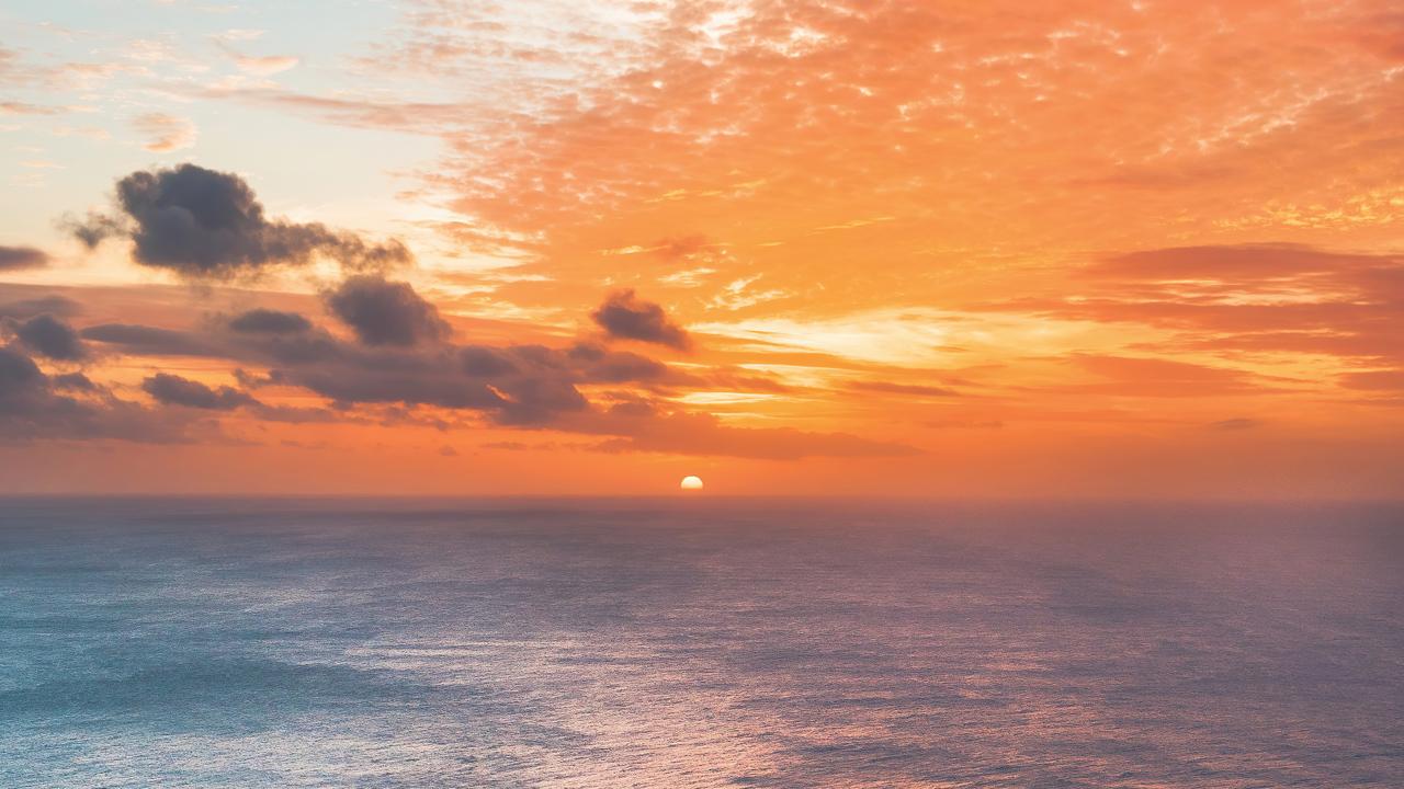sunset-at-edge-of-ocean-5k-v8.jpg