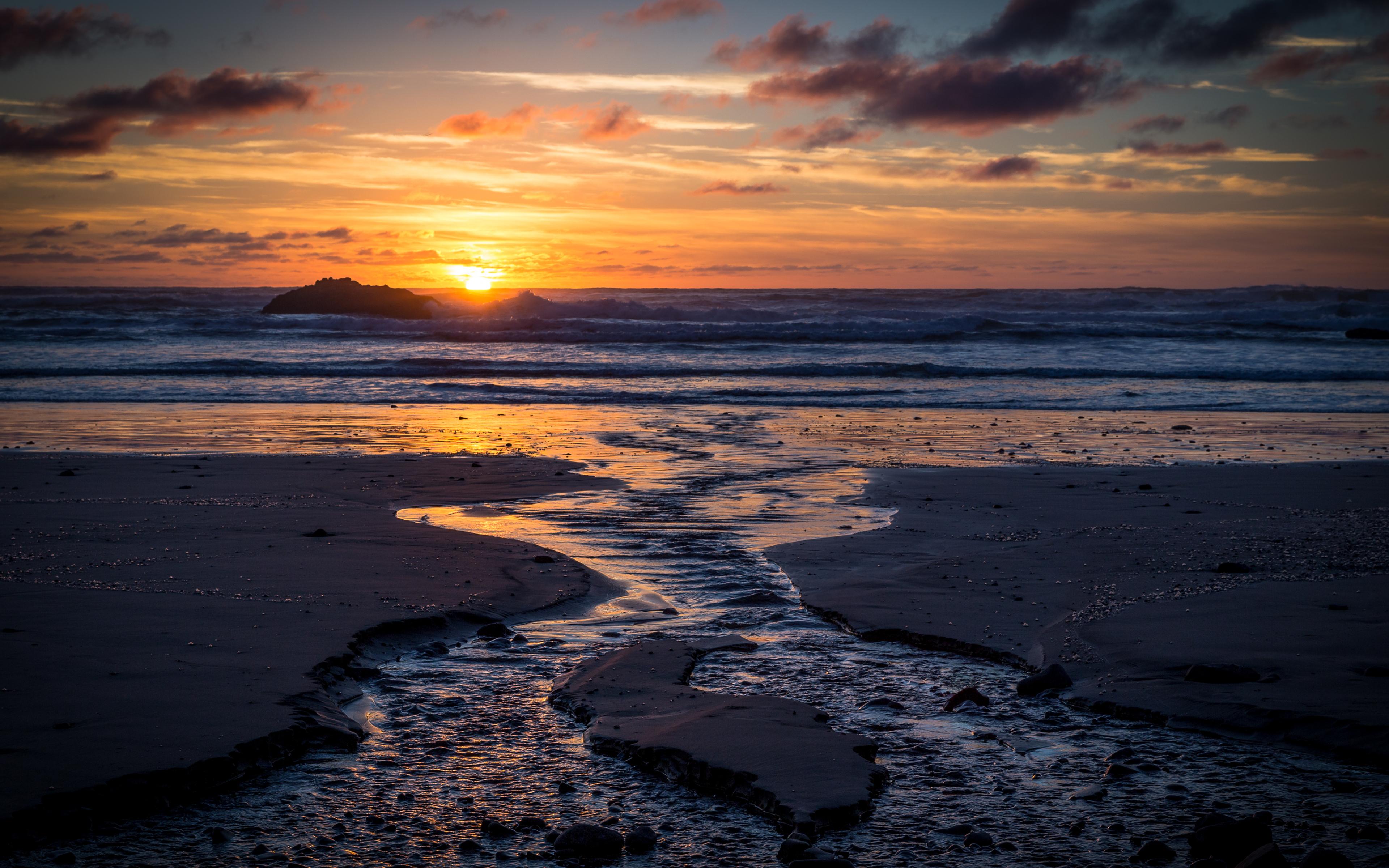sunset-at-hug-point-4k-v2.jpg