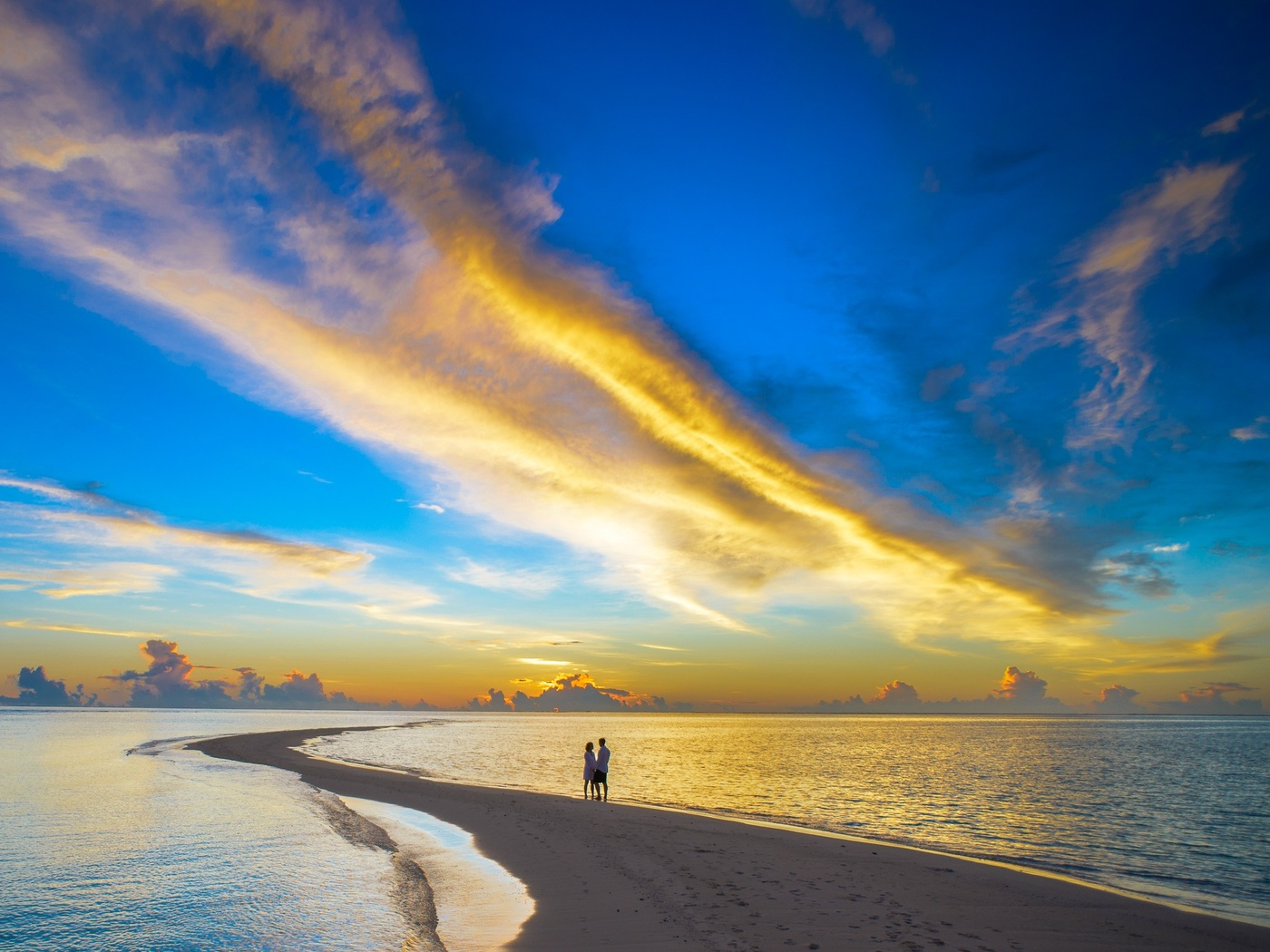 sunset-couple-cloud-island-beach-xn.jpg