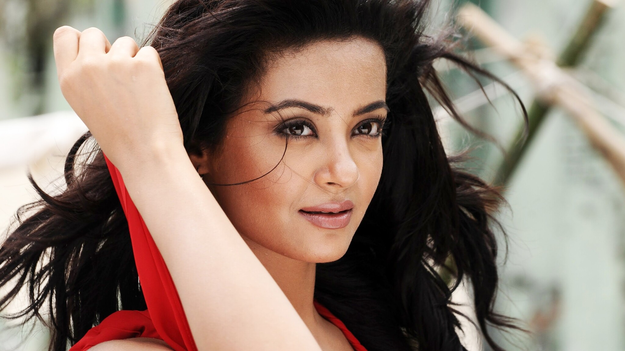 2048x1152 surveen chawla punjabi actress 2048x1152 resolution hd 4k