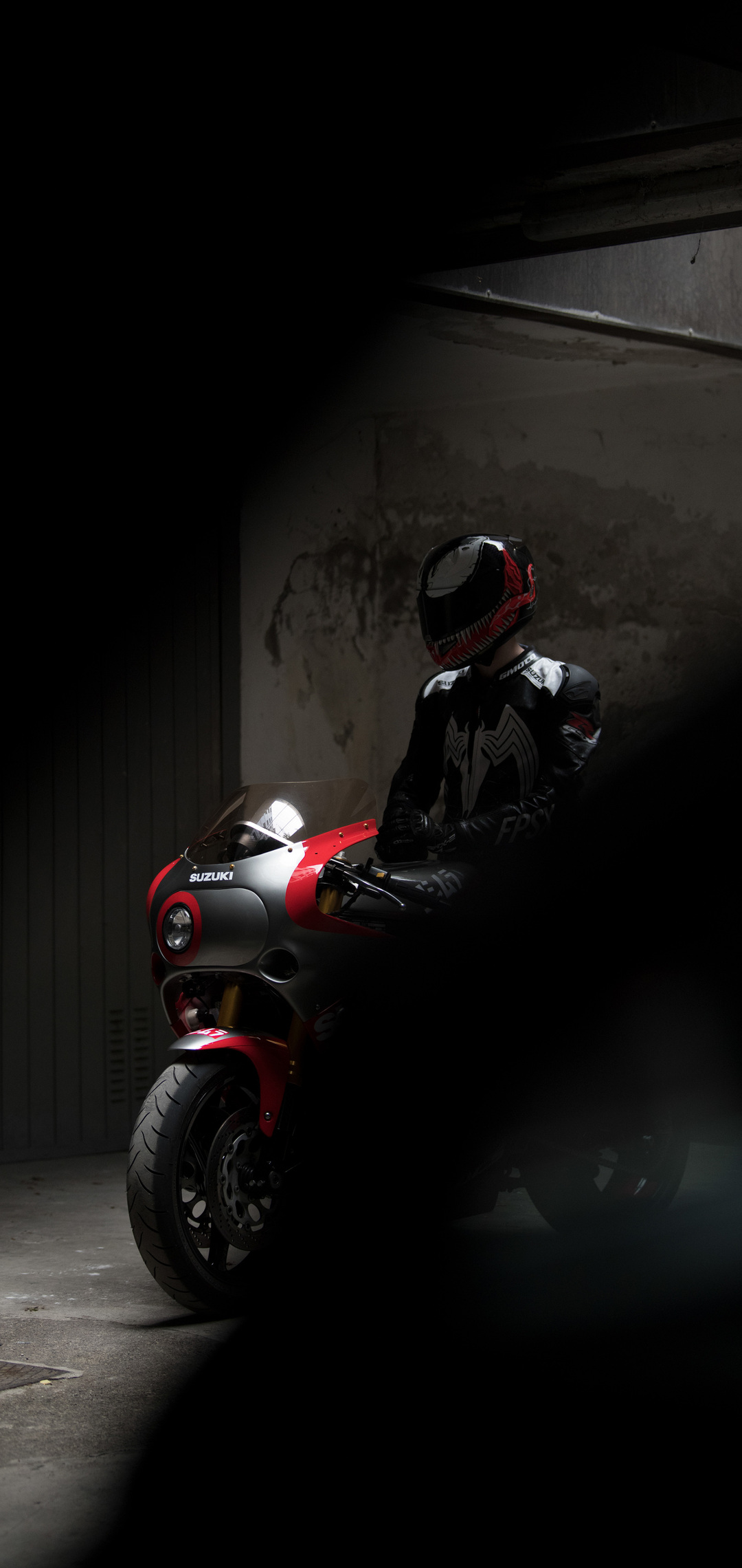 suzuki-gsx-r-1100-venom-helmet-95.jpg
