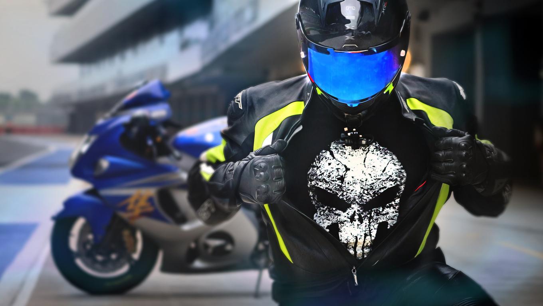 suzuki-hayabusa-rider-wearing-punisher-t-shirt-0t.jpg