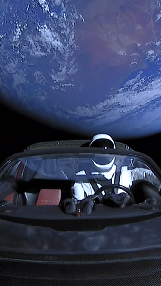 tesla-roadster-into-space-with-space-suit-man-it.jpg