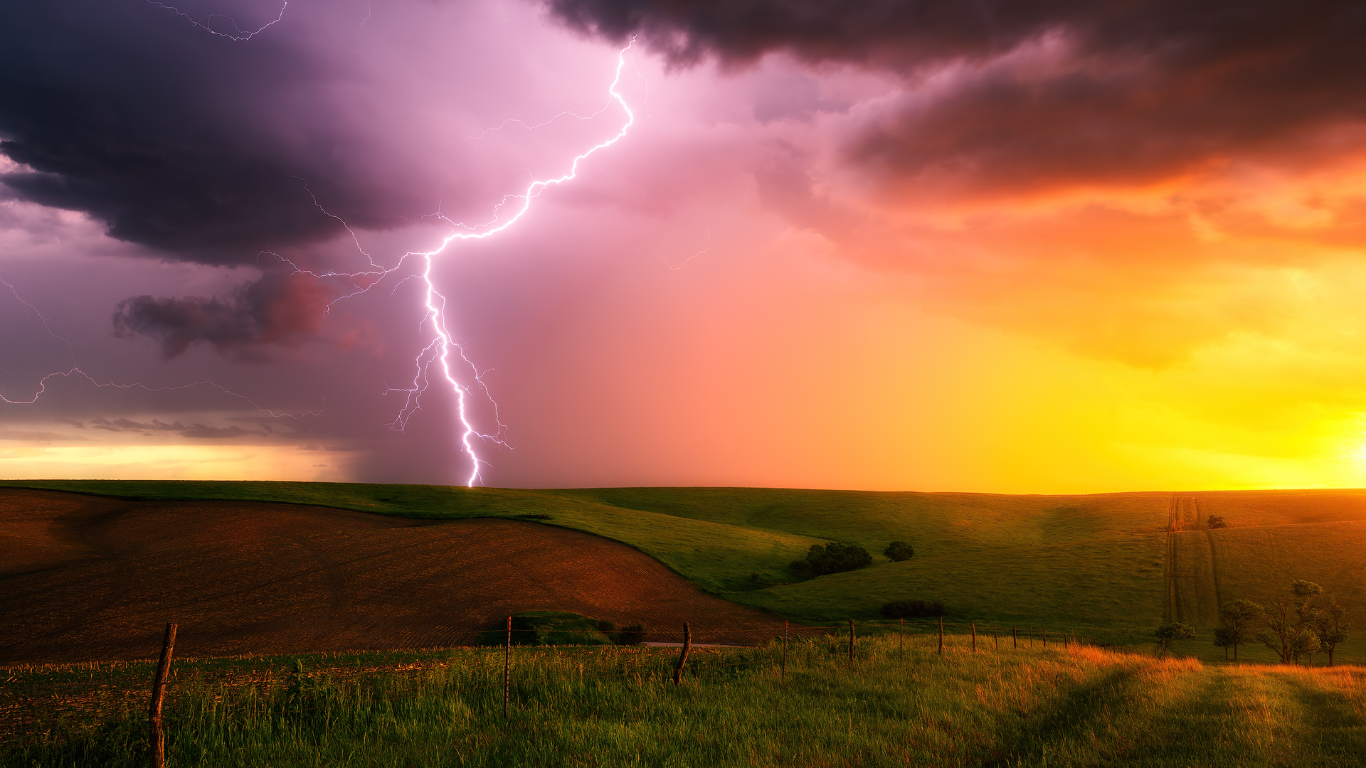 thunderstorm-lightning-bolt-striking-down-at-sunset-in-nebraska-4k-u1.jpg