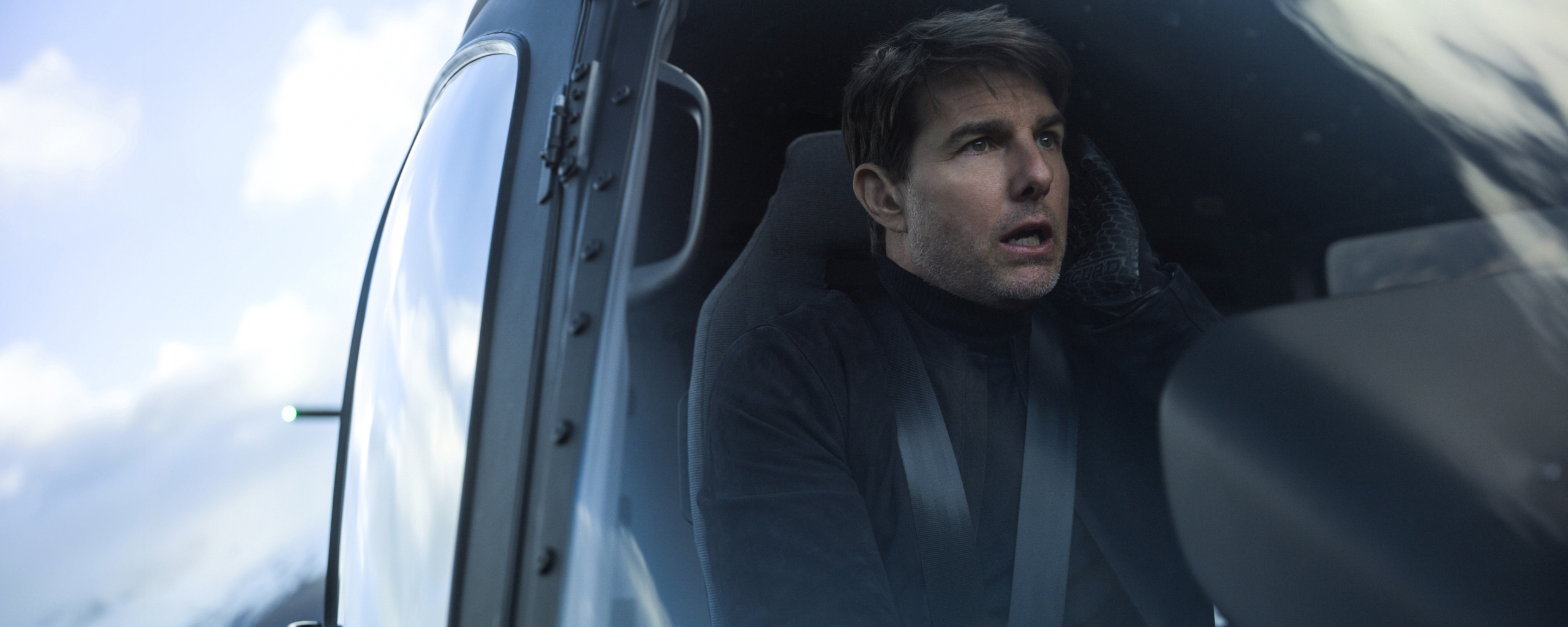 tom-cruise-flying-helicopter-mission-impossible-fallout-4k-h3.jpg
