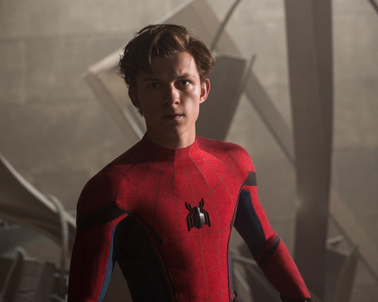 tom-holland-in-spiderman-homecoming-5k-rk.jpg