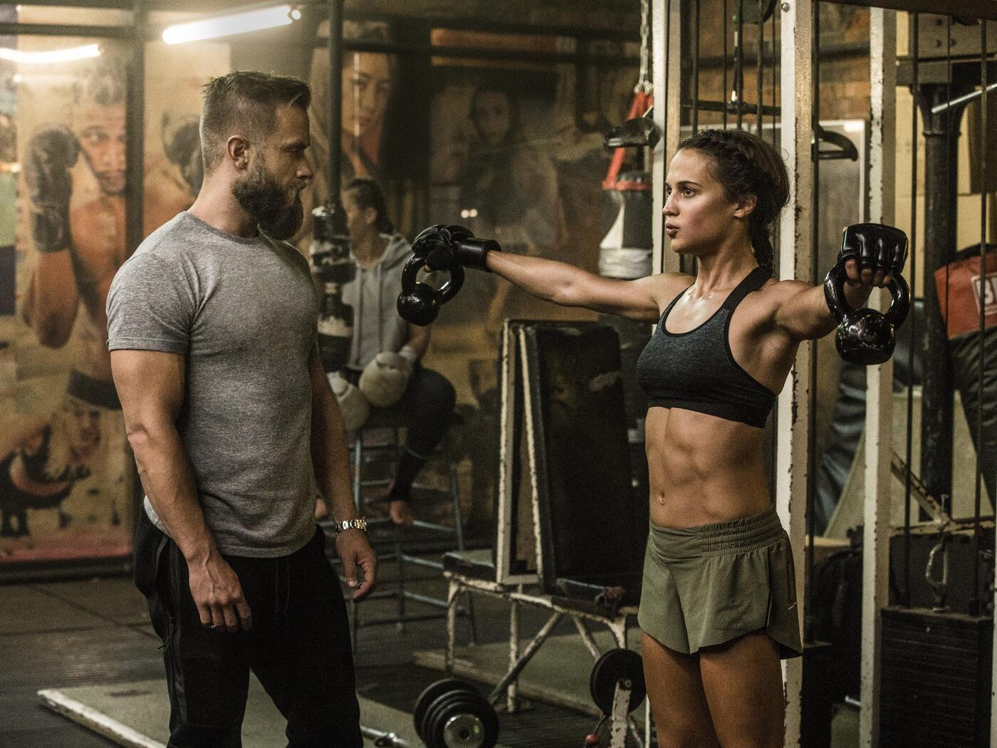 tomb-raider-2018-alicia-vikander-as-lara-croft-doing-workout-s3.jpg